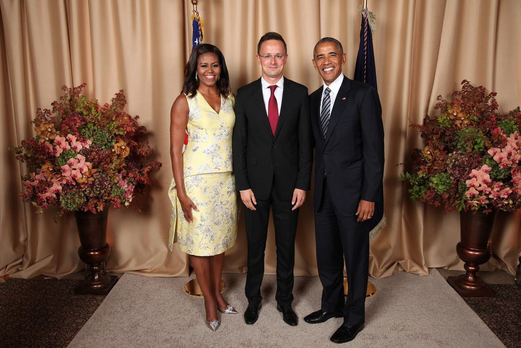 Obama bedobta a szokásos mosolyát Szijjártó Péter mellett is
