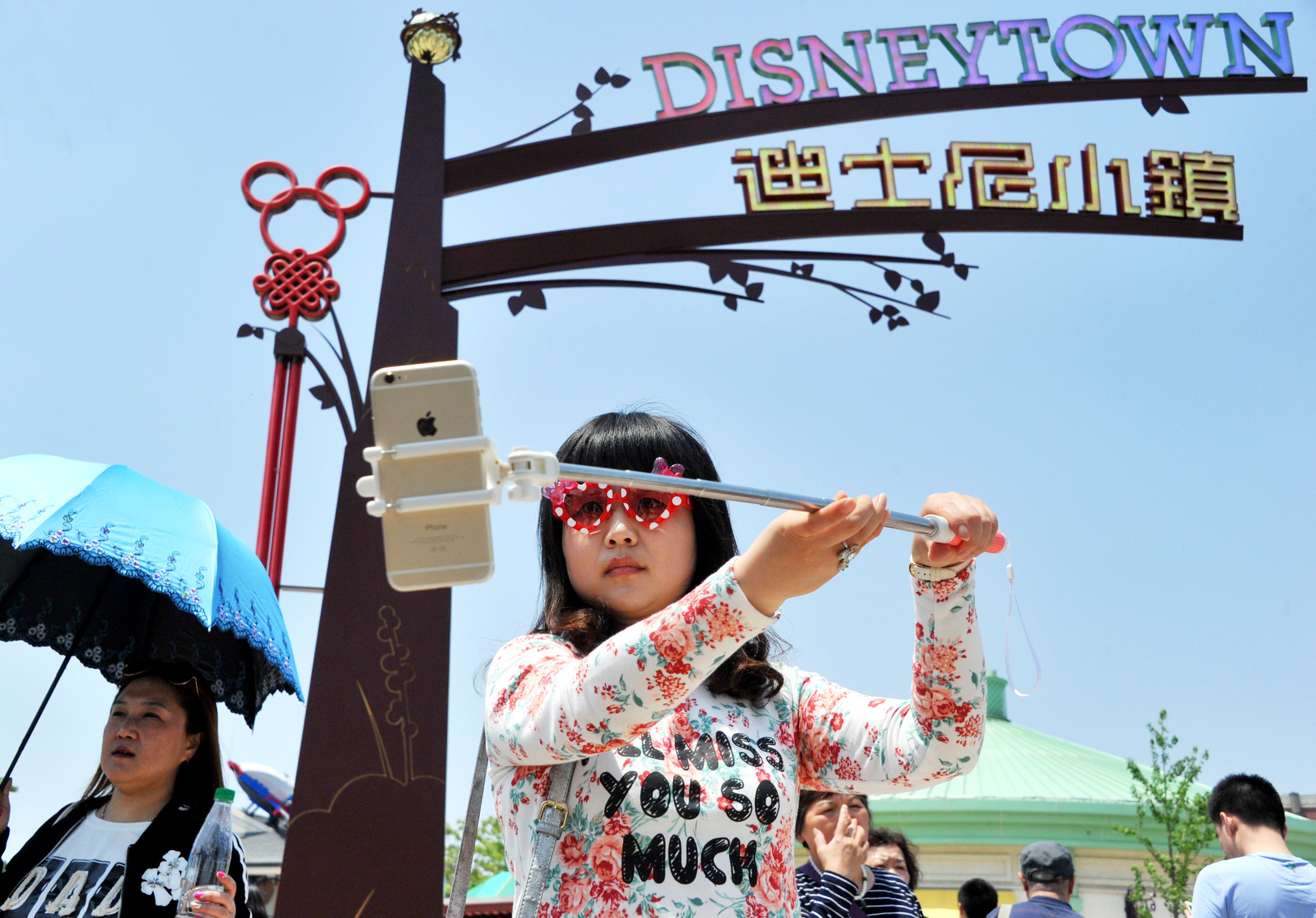 Megpakolt készpénzes bőröndökkel utaznak külföldre a kínai turisták