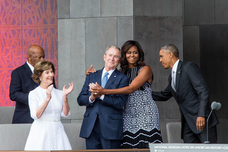 Michelle Obamát majomnak nevező komment miatt kellett lemondania egy amerikai polgármesternek