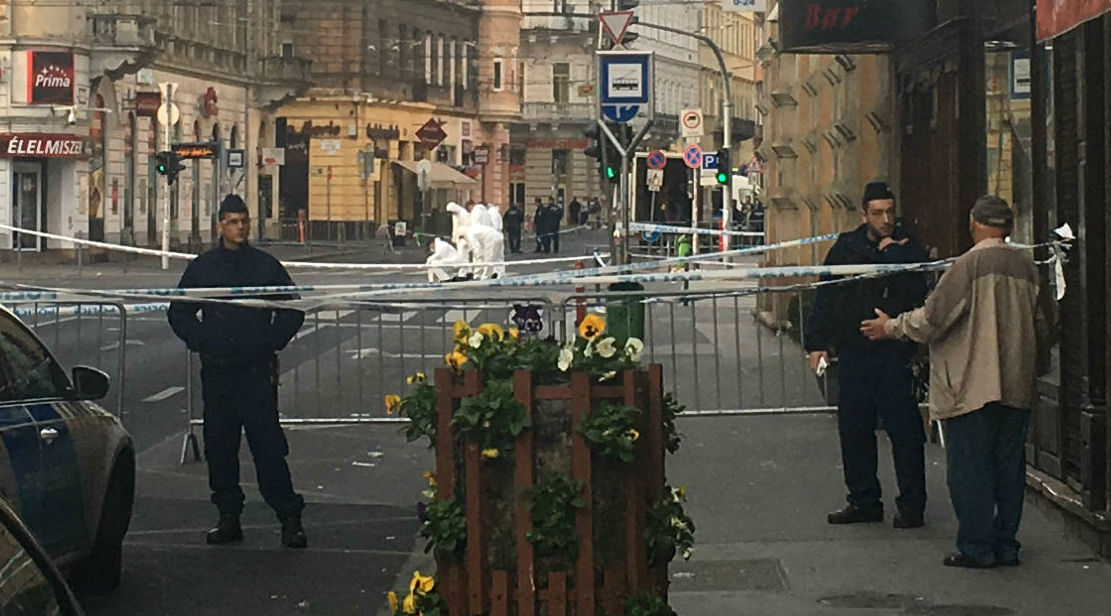 Hermetikusan lezárta a Teréz körutat a rendőrség