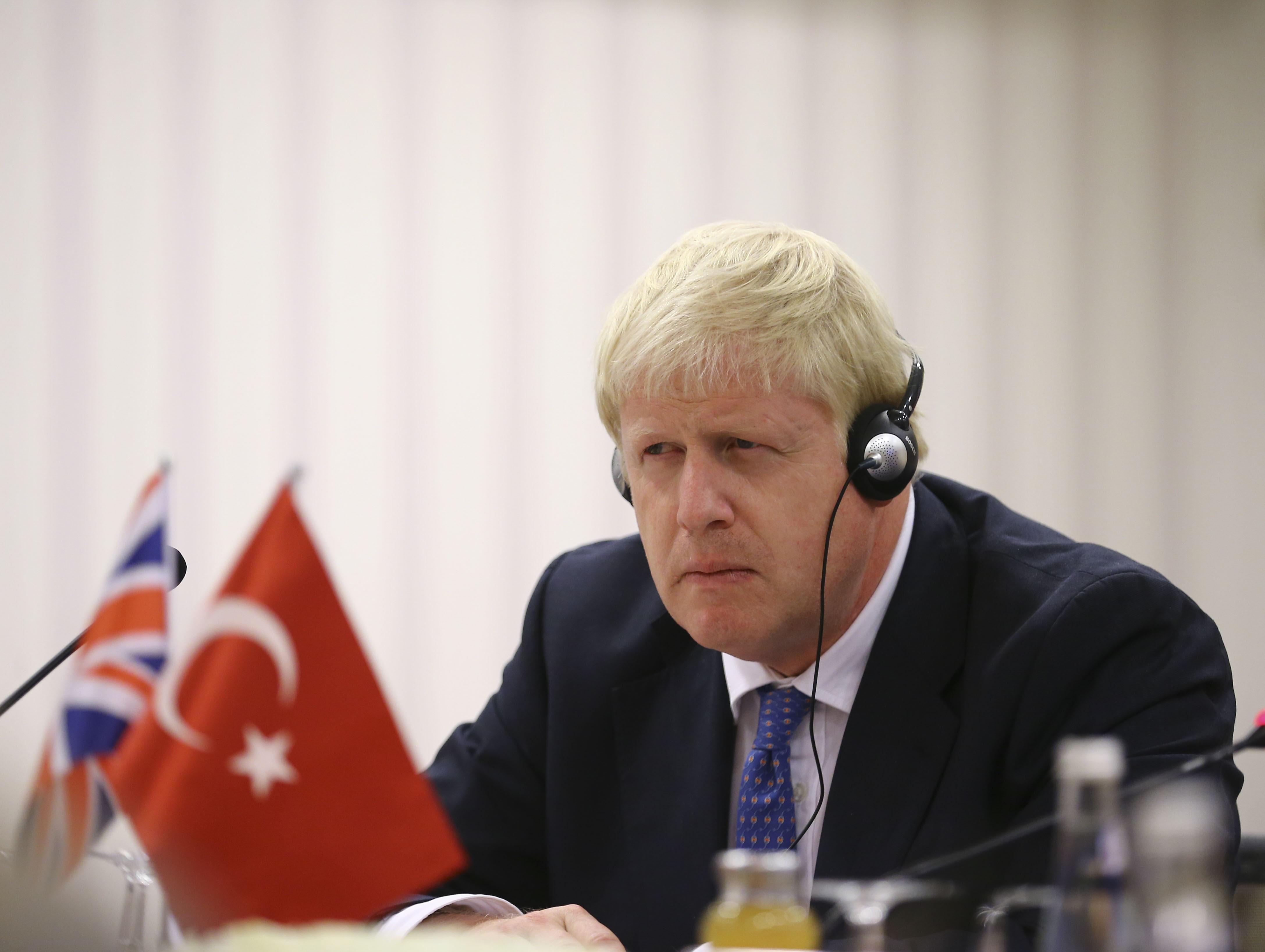 Orosz telefonbetyárok 18 percig beszélgettek Boris Johnsonnal