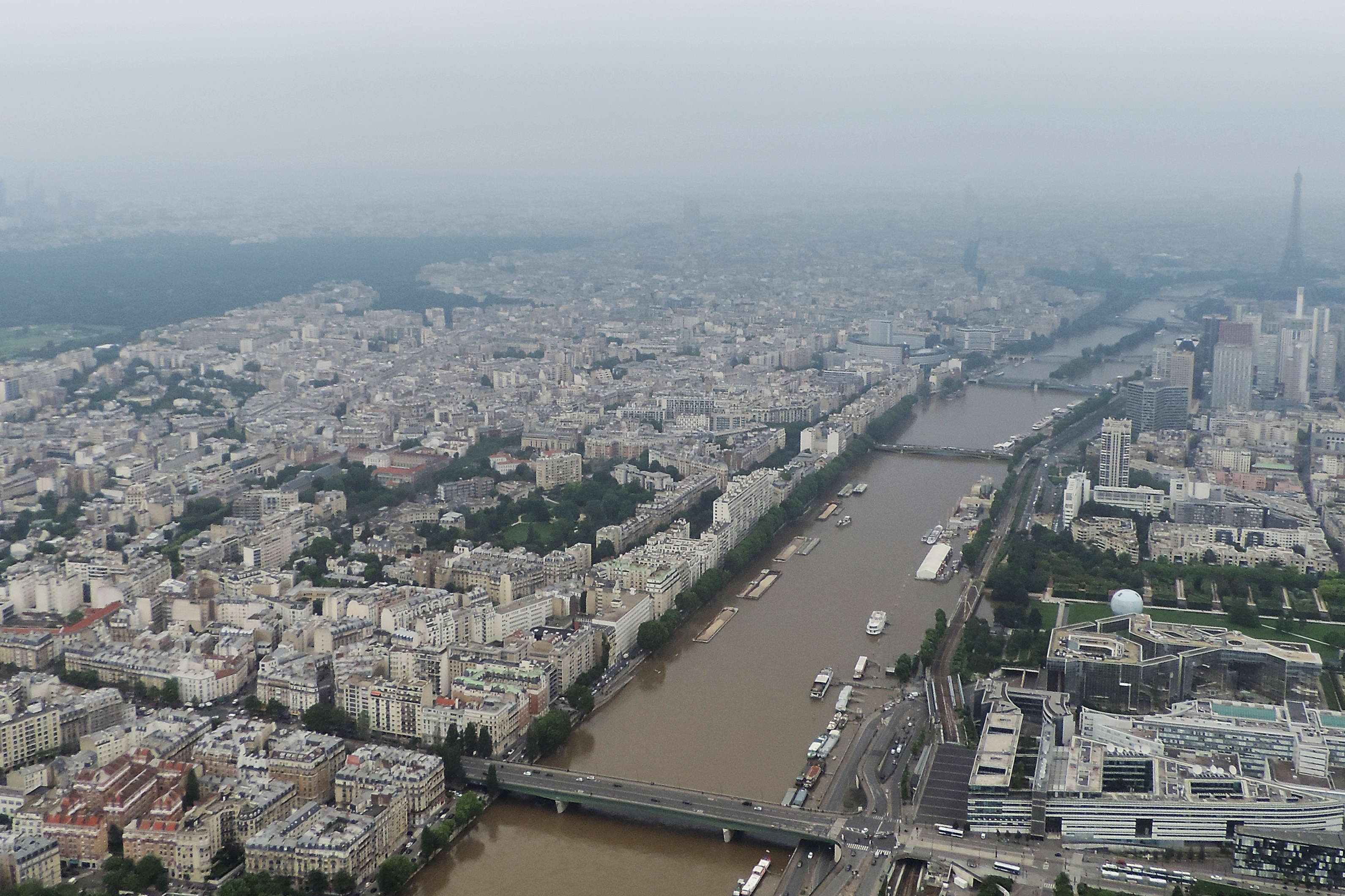 Párizs (a francia Budapest) visszaadja a Szajnát (a párizsi Duna) az embereknek