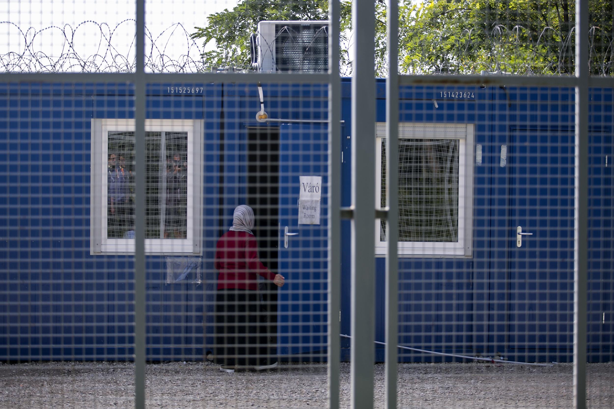 Egy strasbourgi ítélet bebizonyította, hogy nemzetközi jogot sért a magyar kormány új menekültügyi törvénye