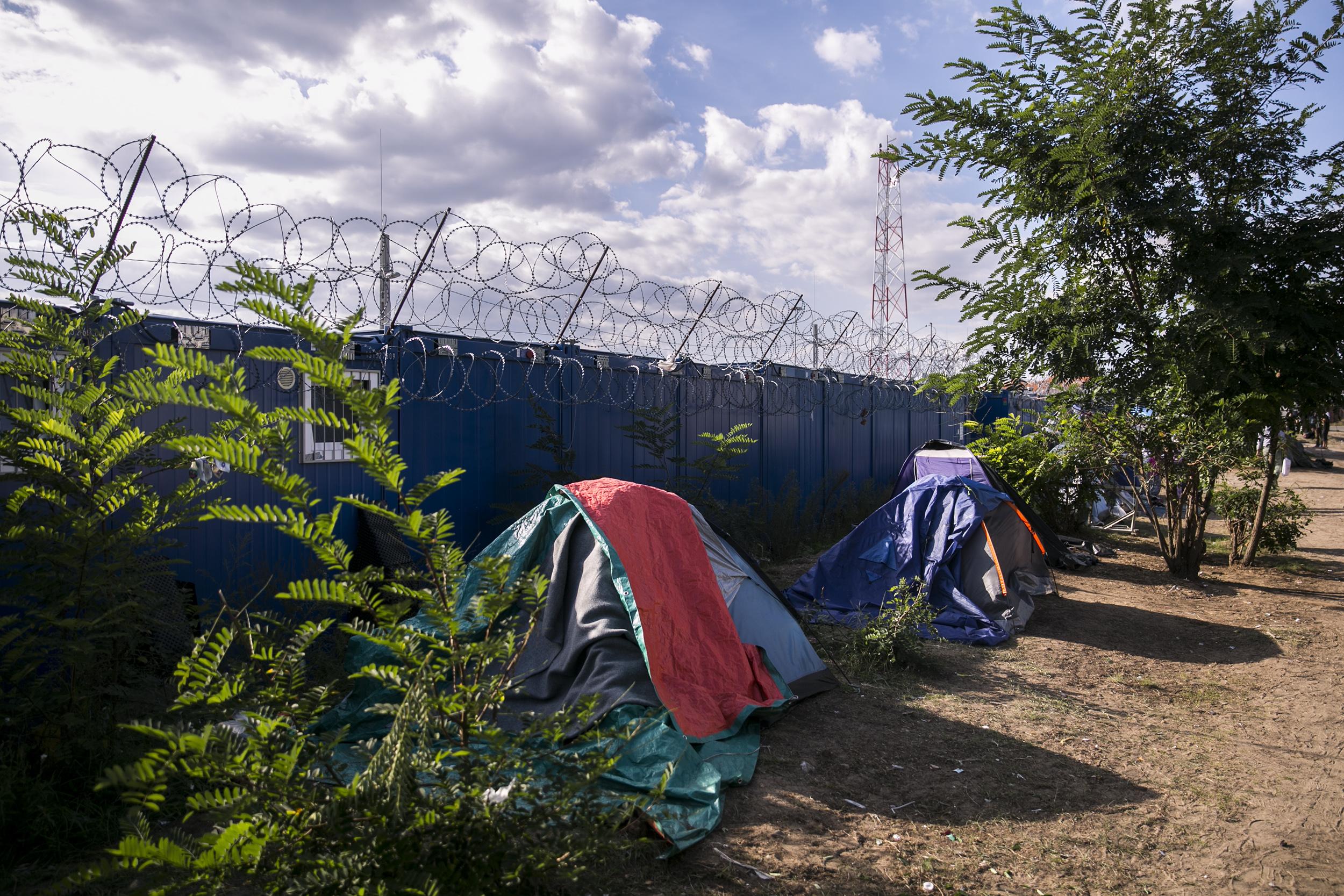 Az Emberi Jogok Európai Bírósága elítélte a magyar hatóságokat, mert nem vizsgálták, hogy milyen következményei lehetnek két menekült kiutasításának