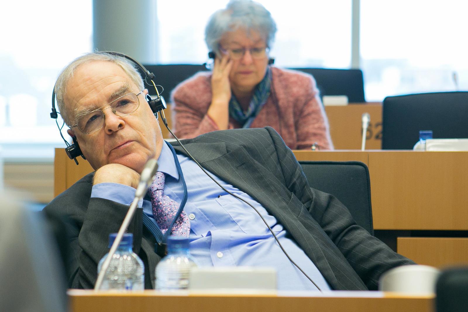 Tökéletes búcsúinterjút adott az EP-ből visszavonuló Schöpflin György, akinek az volt a munkája, hogy elmagyarázza Nyugaton, miért oké, amit a Fidesz csinál
