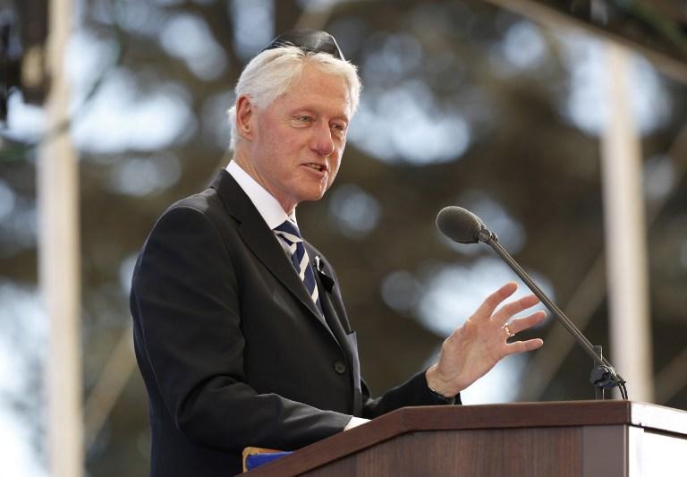 Bill Clinton politikai thrillert ír