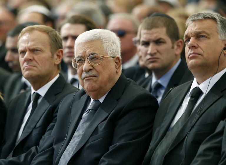 Kezet fogott az izraeli kormányfő a palesztin vezetővel Simon Peresz temetésén
