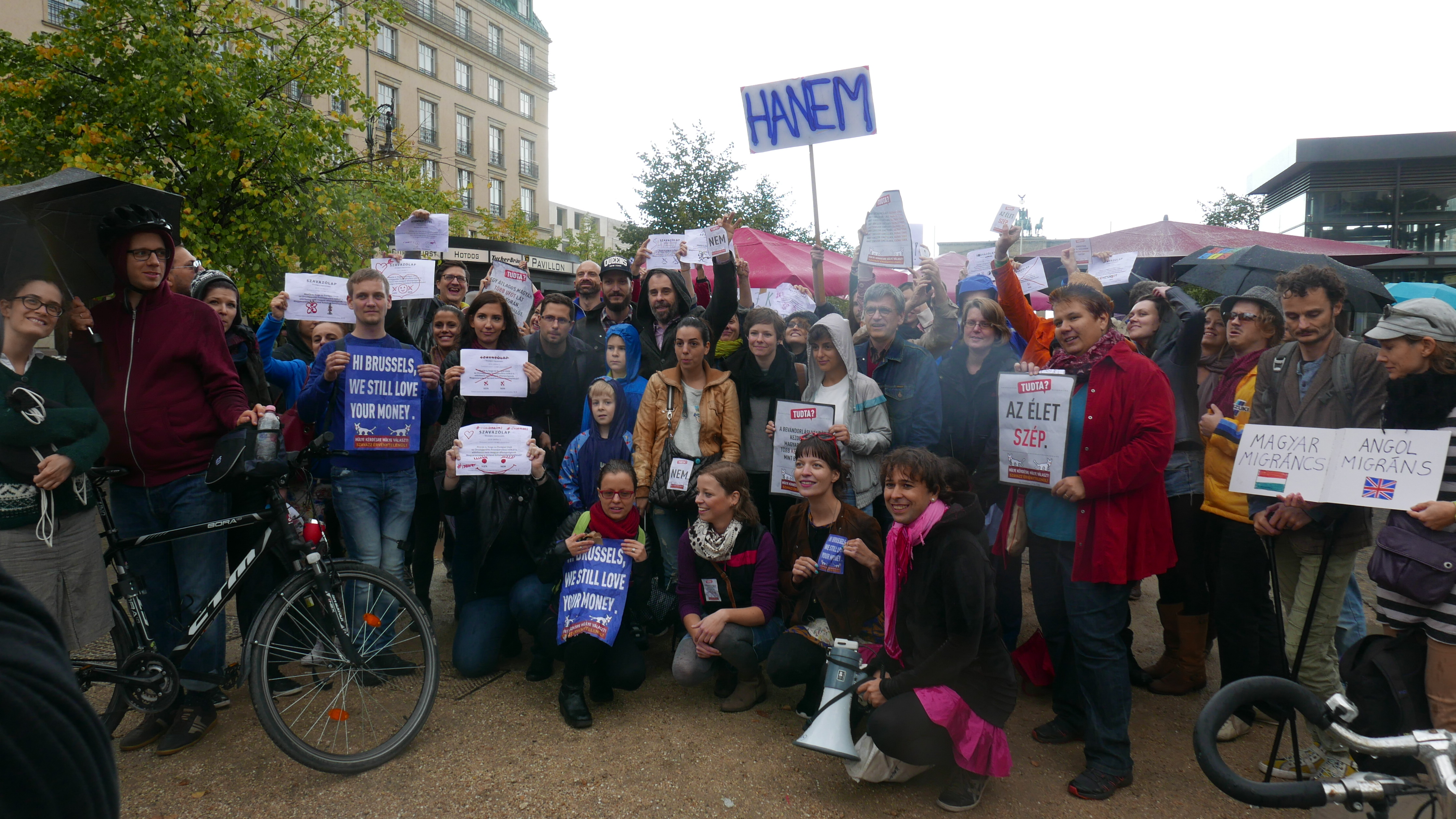 Berlinben is tüntettek a népszavazás ellen