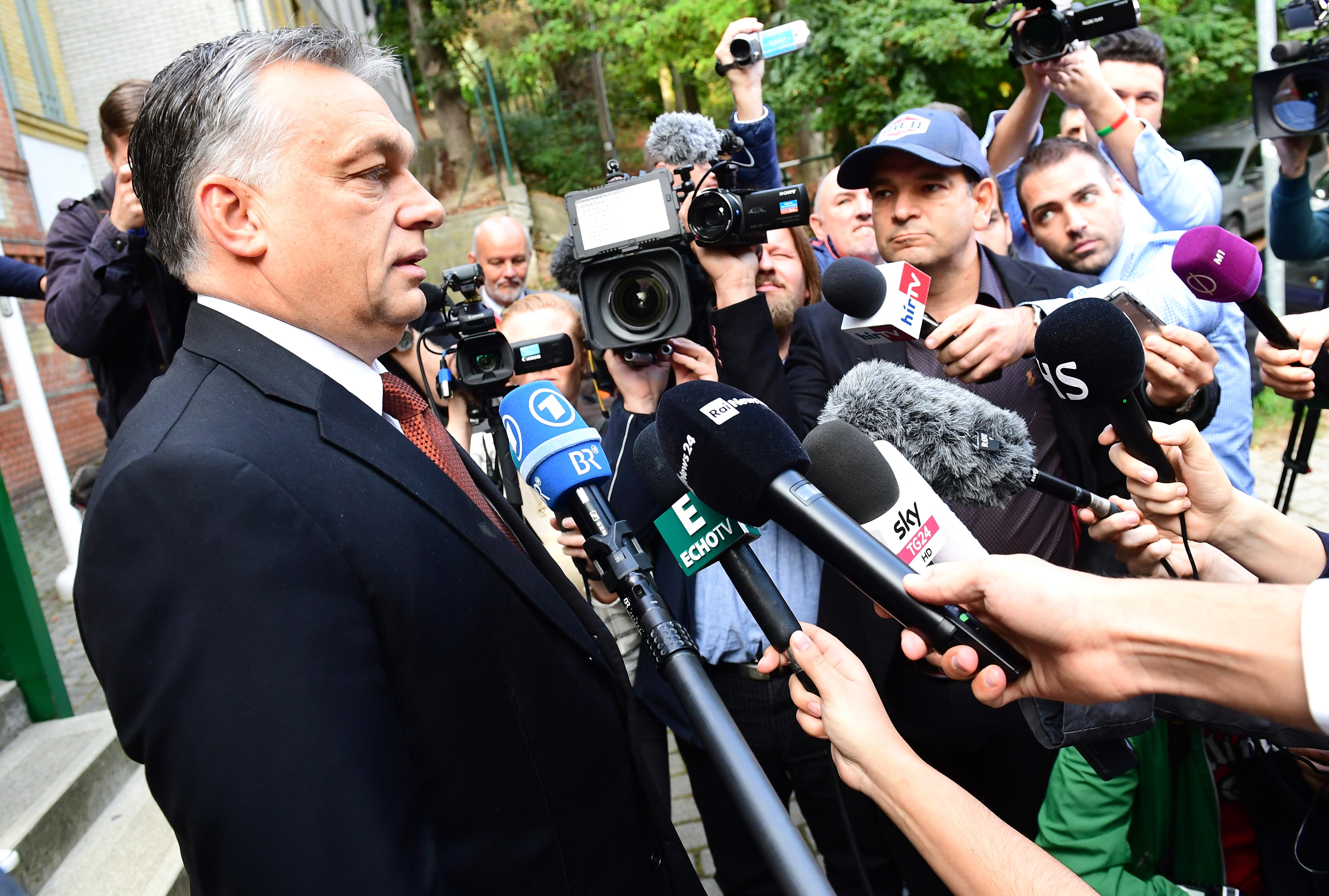 Idén is tízmillióért fotózzák Orbánt