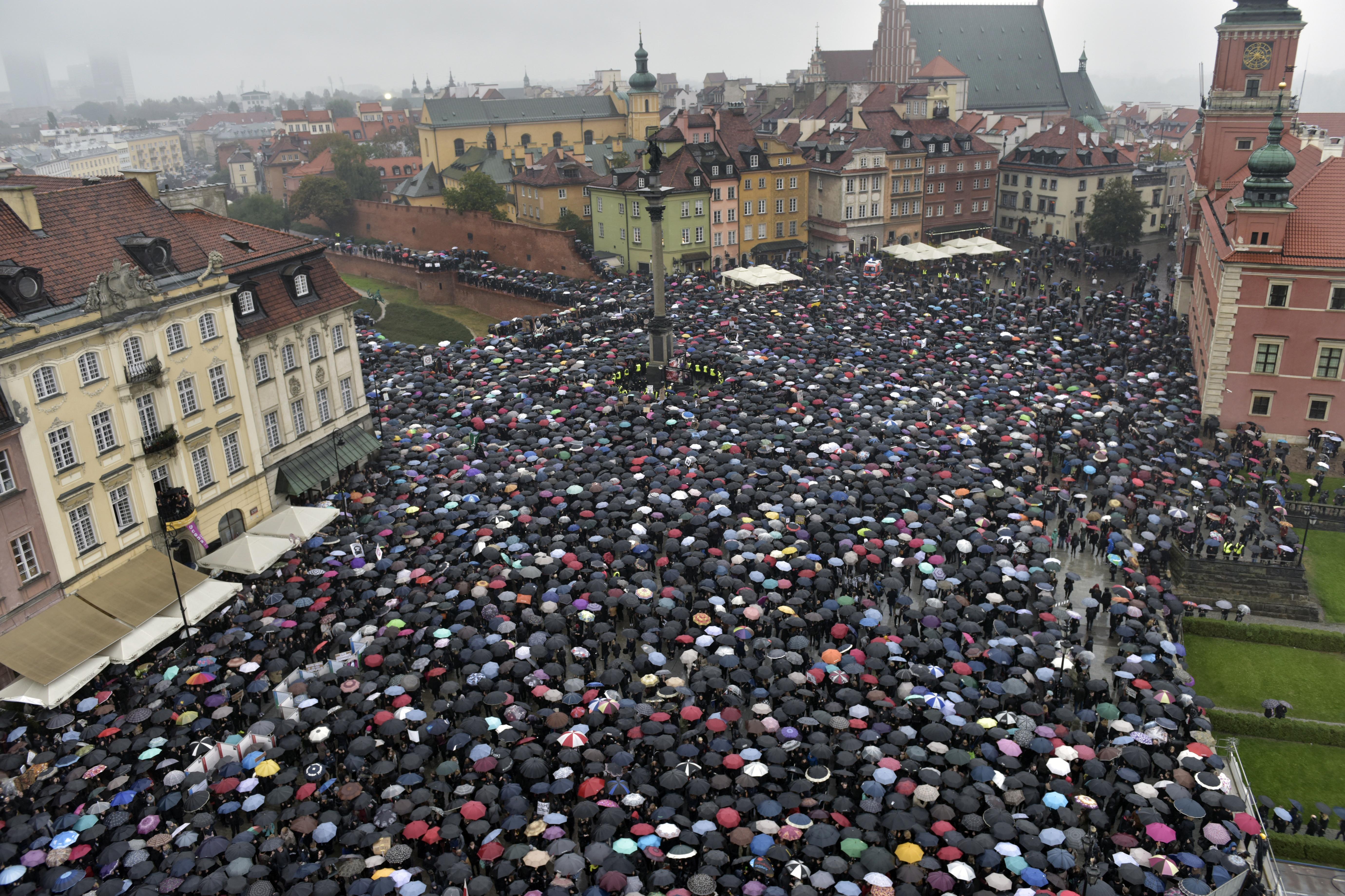Hatályba lépett a tüntetések szervezését nehezítő lengyel törvény