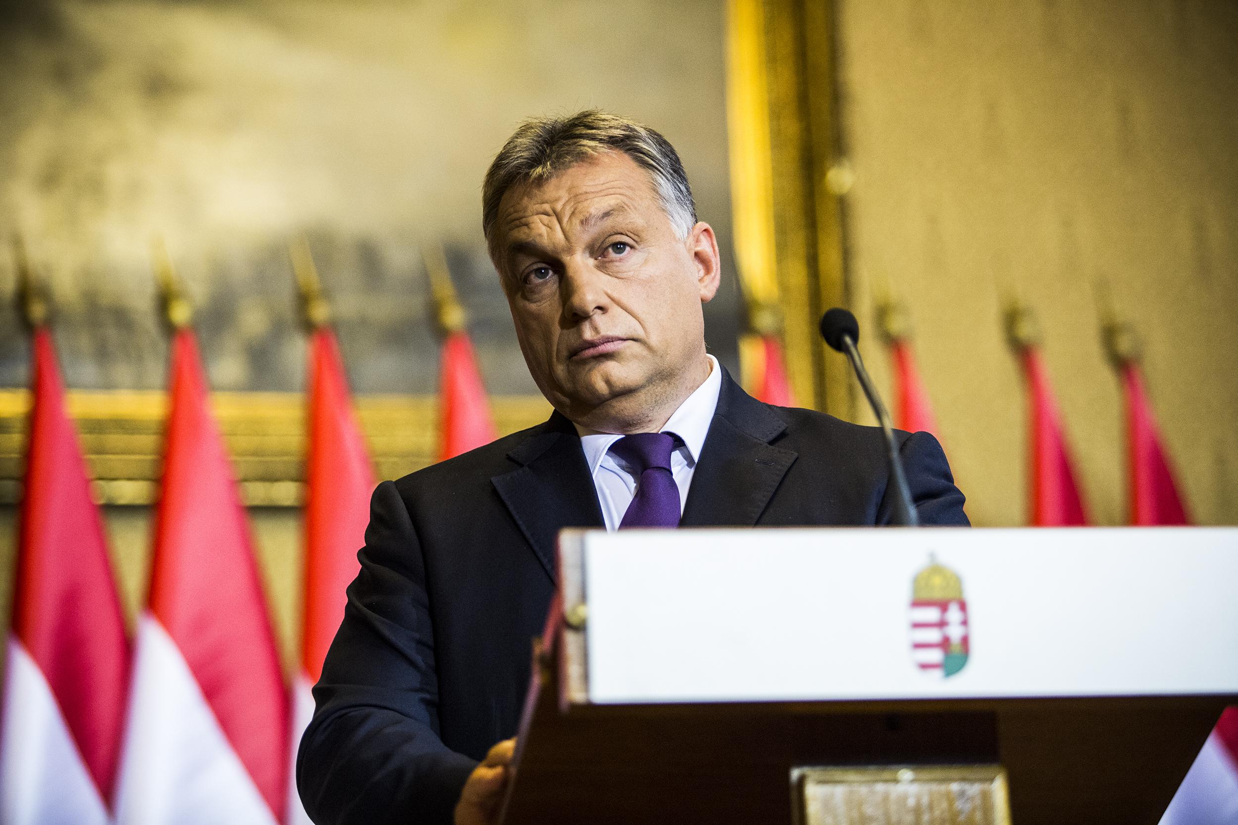 Orbán Viktornak, Németh Szilárdnak és Gulyás Gergelynek is van véleménye Rogán Antal helikoptertúrájáról