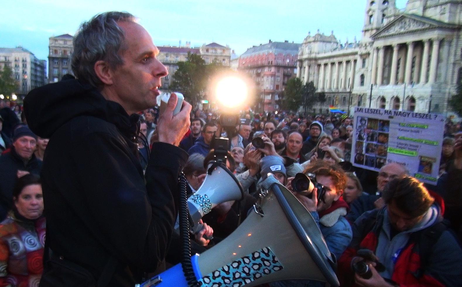 Mostantól egy olyan országban fogunk élni, ahol a Magyar Idők meséli el, amit a politikáról tudni kell