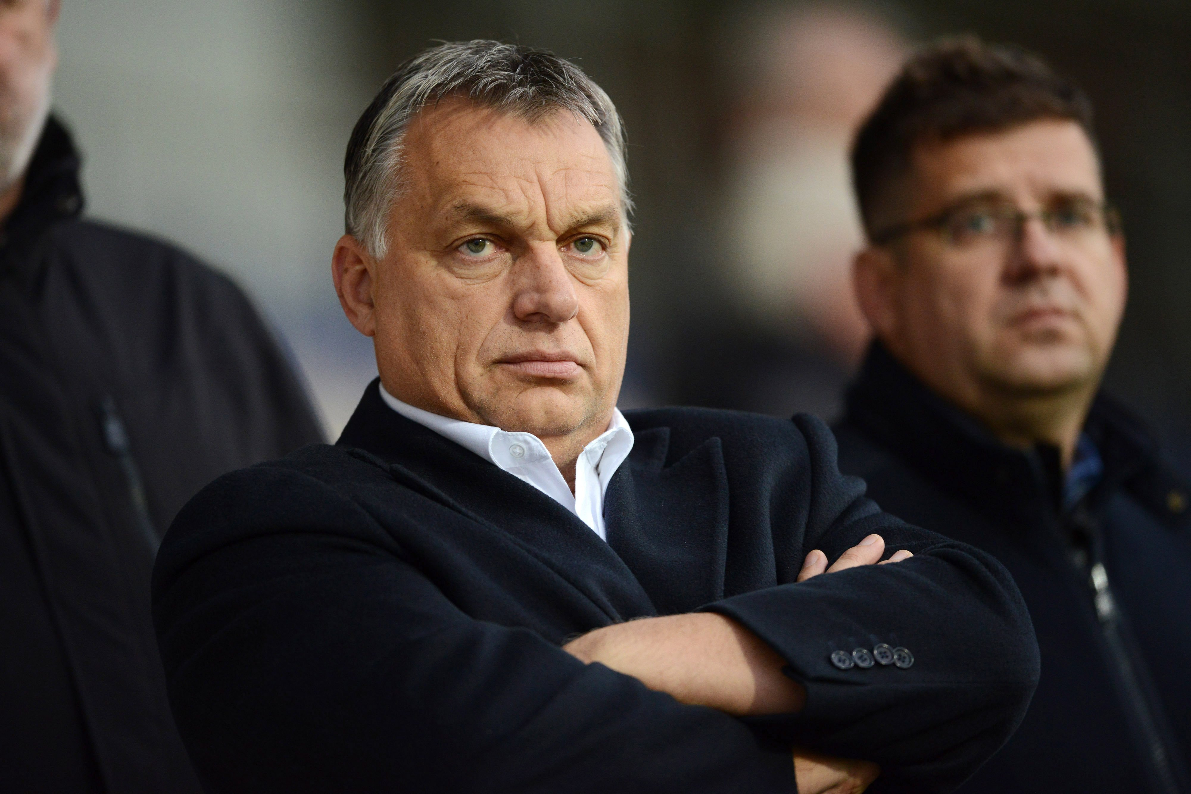 Orbán Viktor Seszták Miklóssal tekintette meg a magyar válogatott lettországi edzését