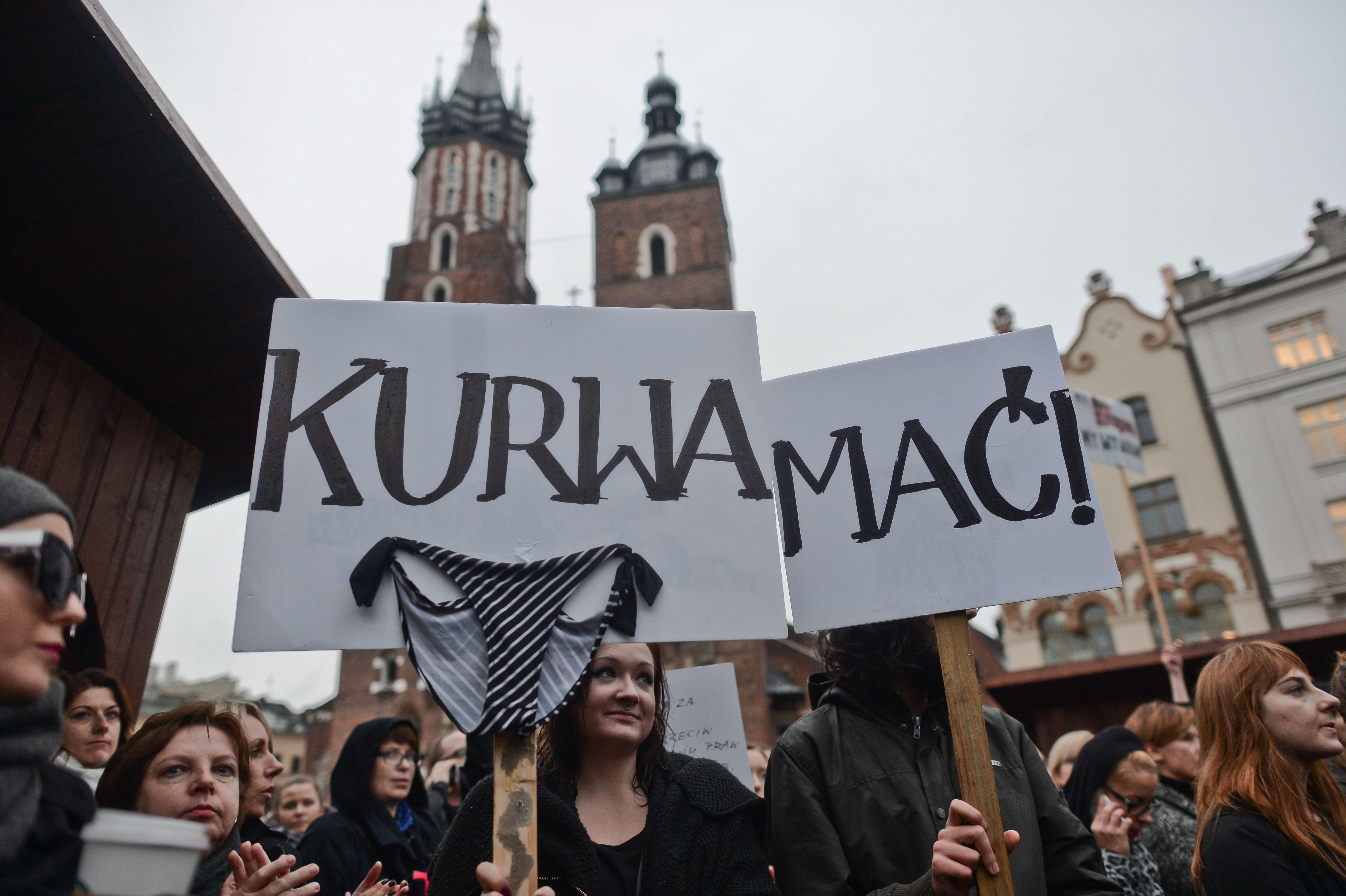 Eddig tartott a lengyel kormány hátrálása abortuszügyben: mégis szigorítanának