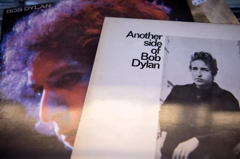 Bob Dylan egy büdös szót sem szólt a Nobeléről