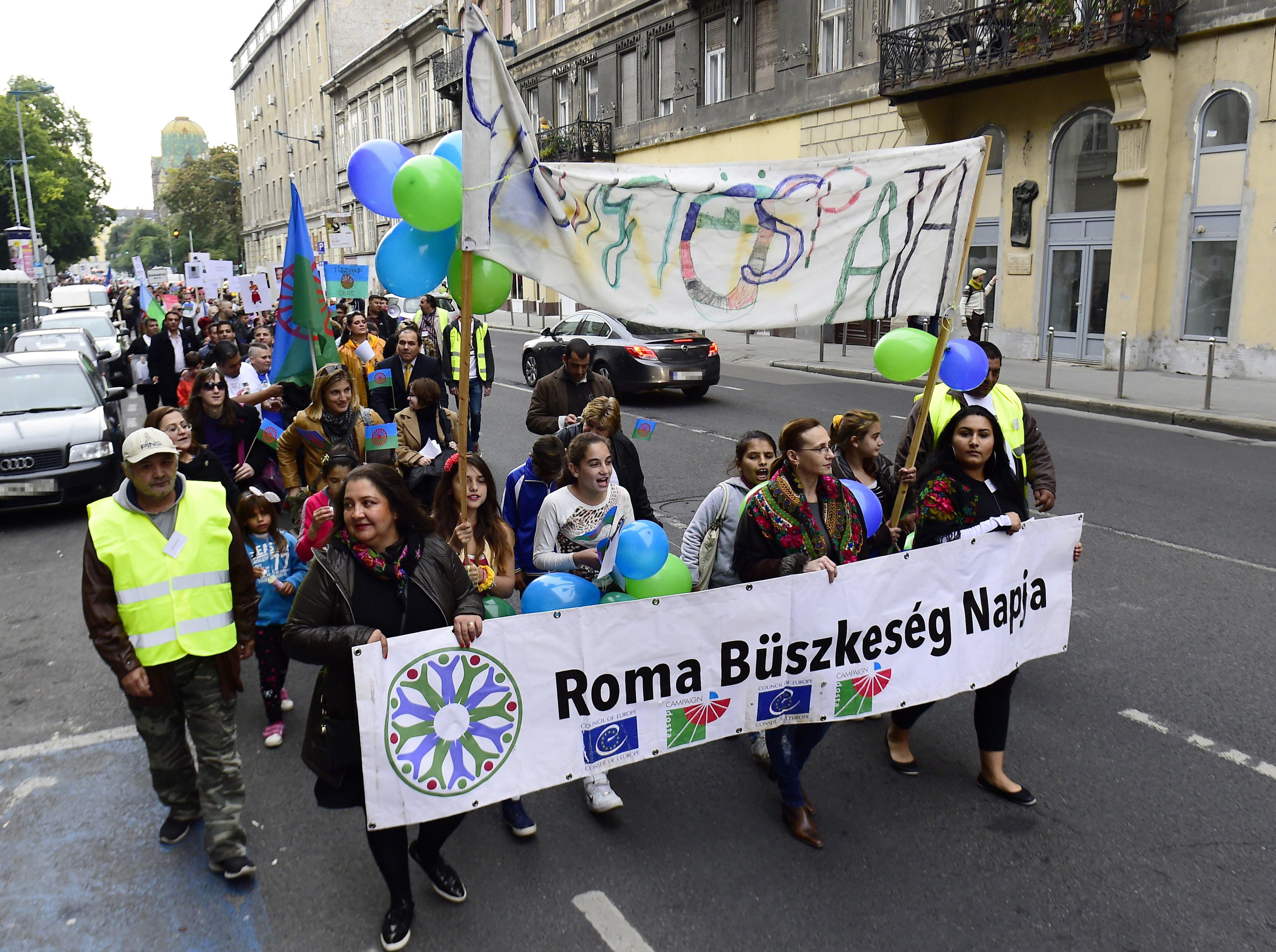 Roma szervezetek aláírásgyűjtést indítottak, hogy állítsák vissza a tankötelezettségi korhatárt 18 évre