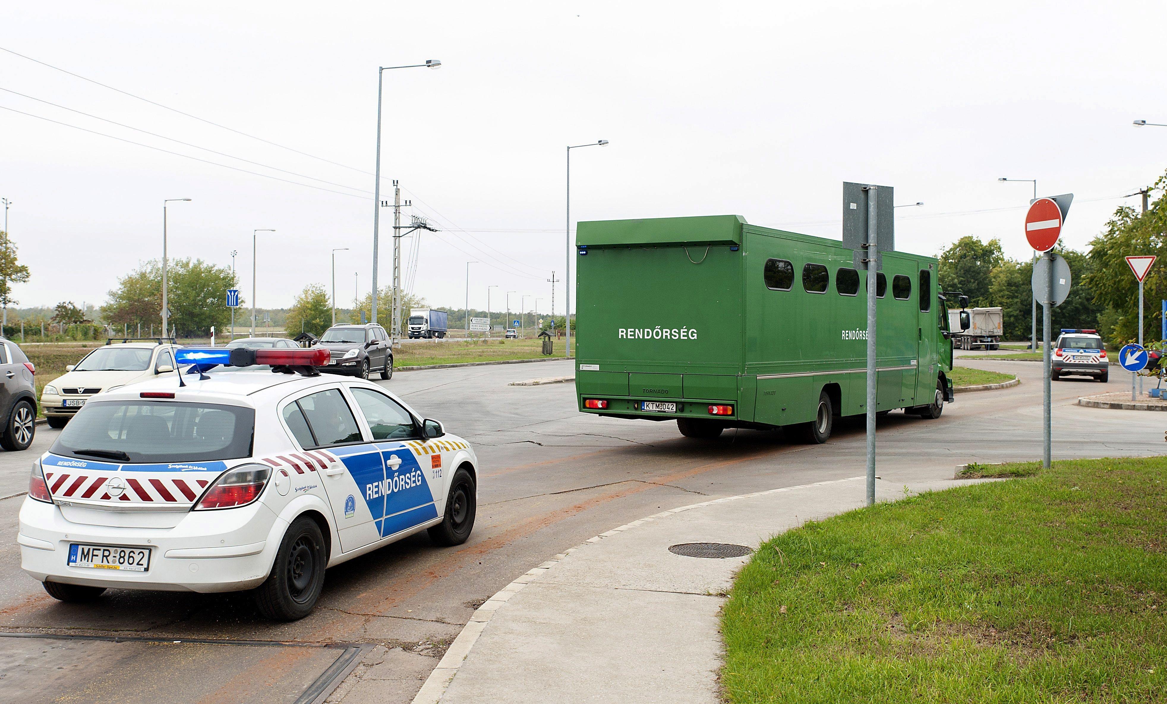 Hét migránst találtak egy tehervonaton Győr mellett