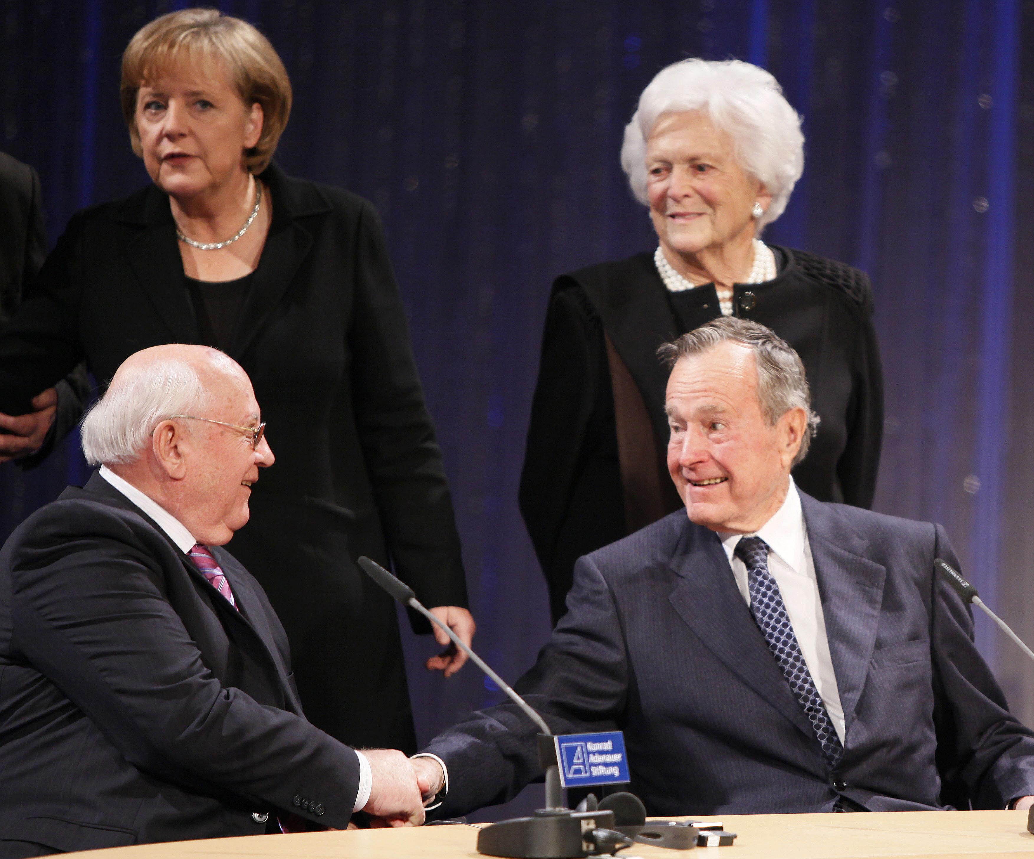 Gorbacsov és George Bush közösen tenne az amerikai-orosz kapcsolatok normalizálásáért