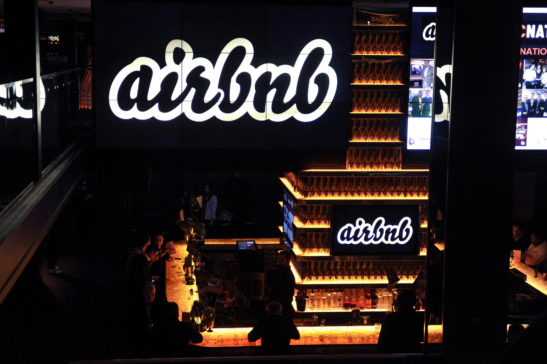 Saját szabályokat alkotnak a magyar Airbnb-sek, hogy ne lehessen bezsúfolni nyolcnál több angol legénybúcsúzót egy lakásba
