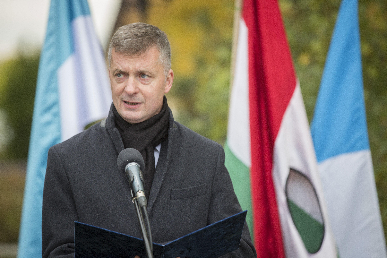 Kubatov: Készülünk rá, hogy a Facebook itt is felhasználók letiltásával avatkozik majd bele a választásokba