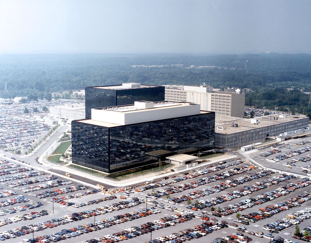 Lövöldöztek az NSA központjánál, egy rendőrt megsérült