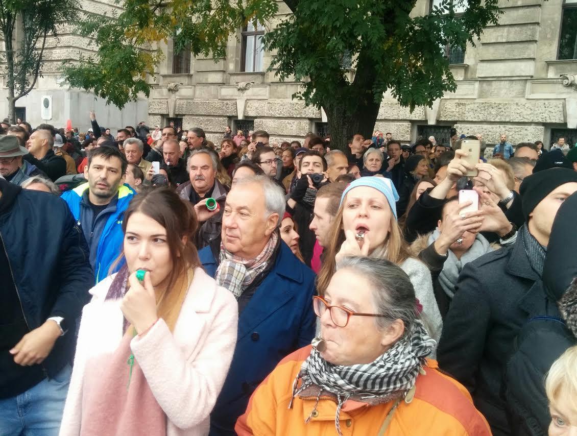 Pont arról hazudik a TV2, ami az egyetlen felemelő dolog volt a Kossuth téren