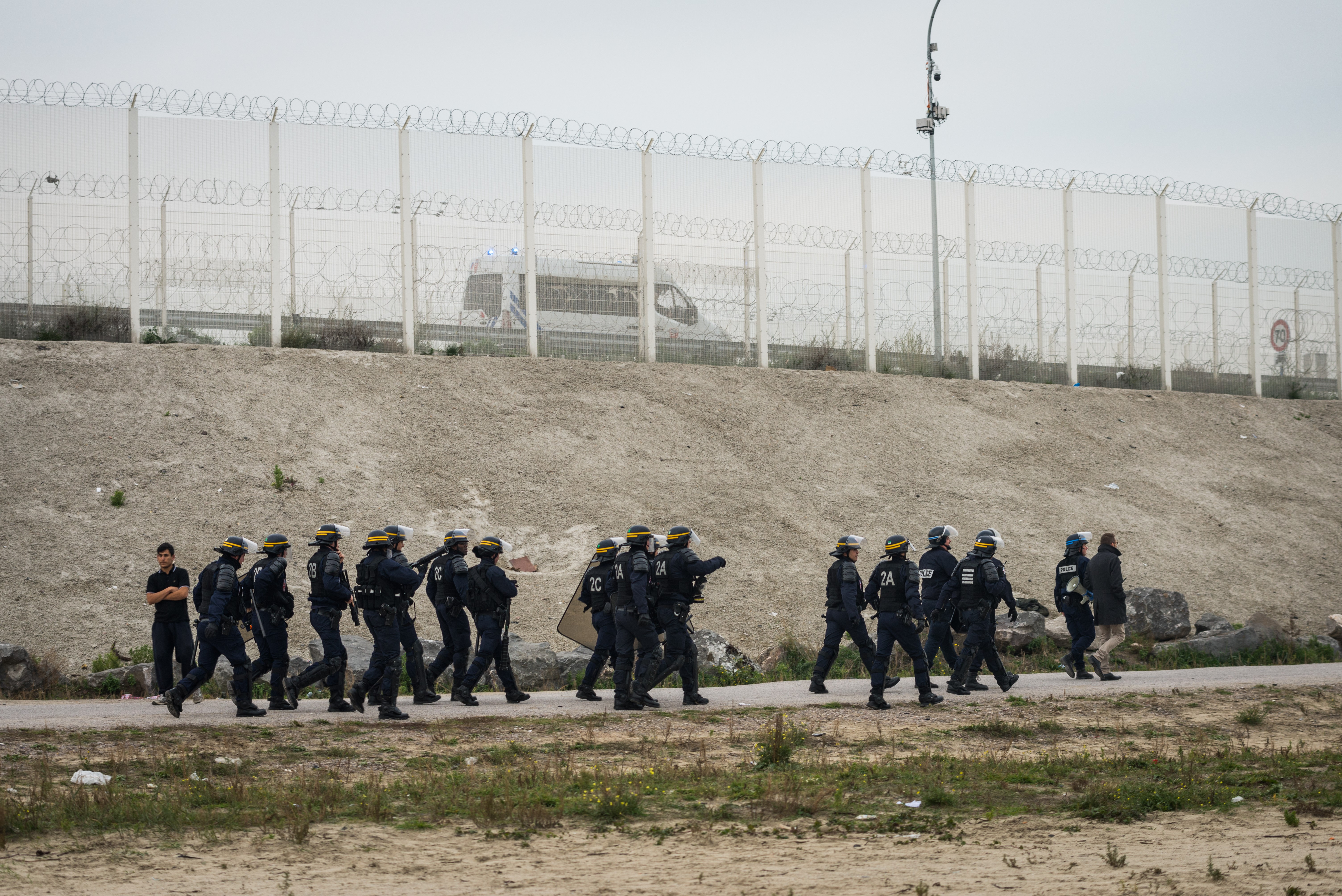 Felszámolják a calais-i menekülttábort
