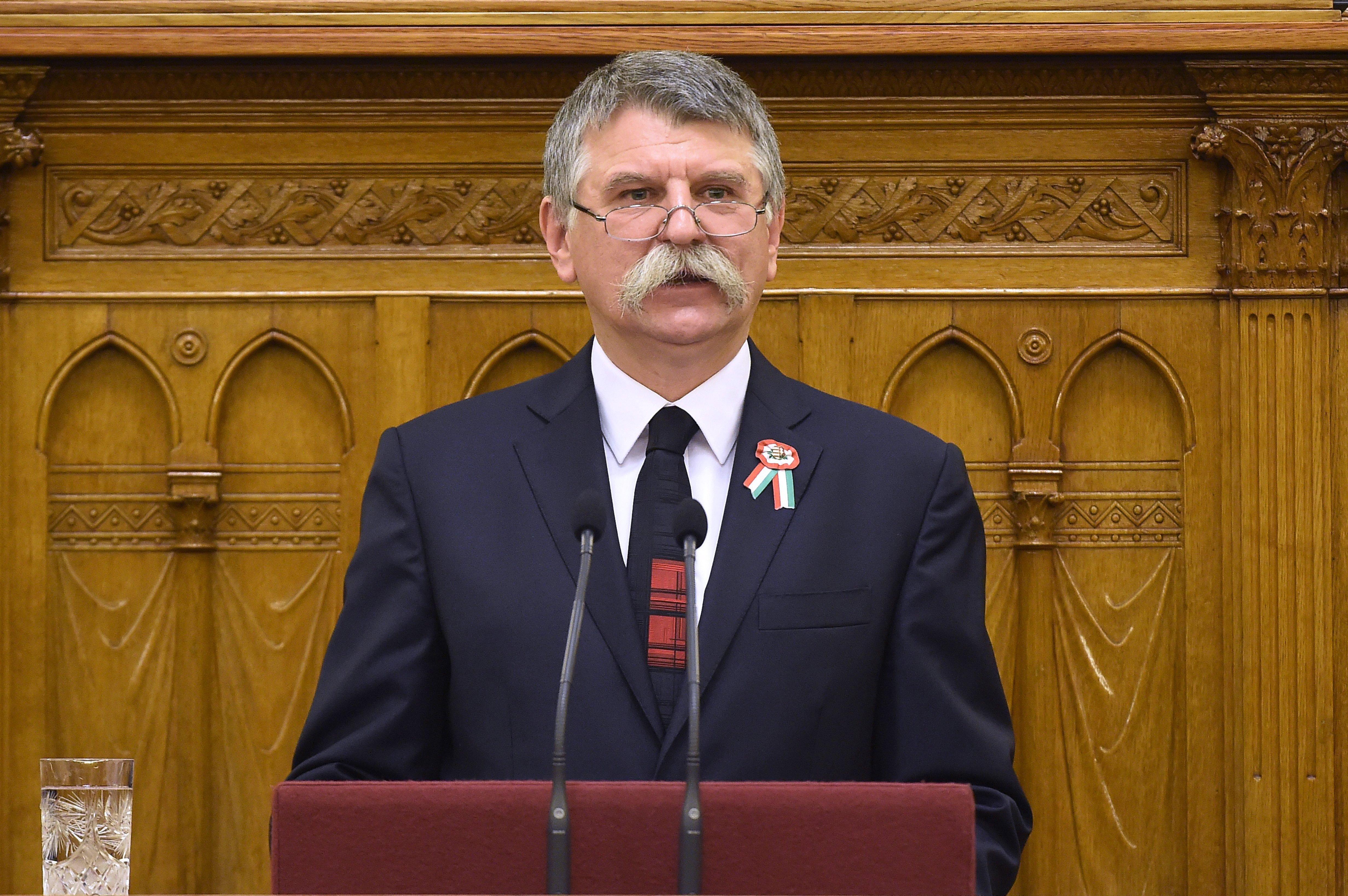 Kövér László megölelte az Index riporterét, mikor a 444 parlamenti kitiltásáról kérdezték