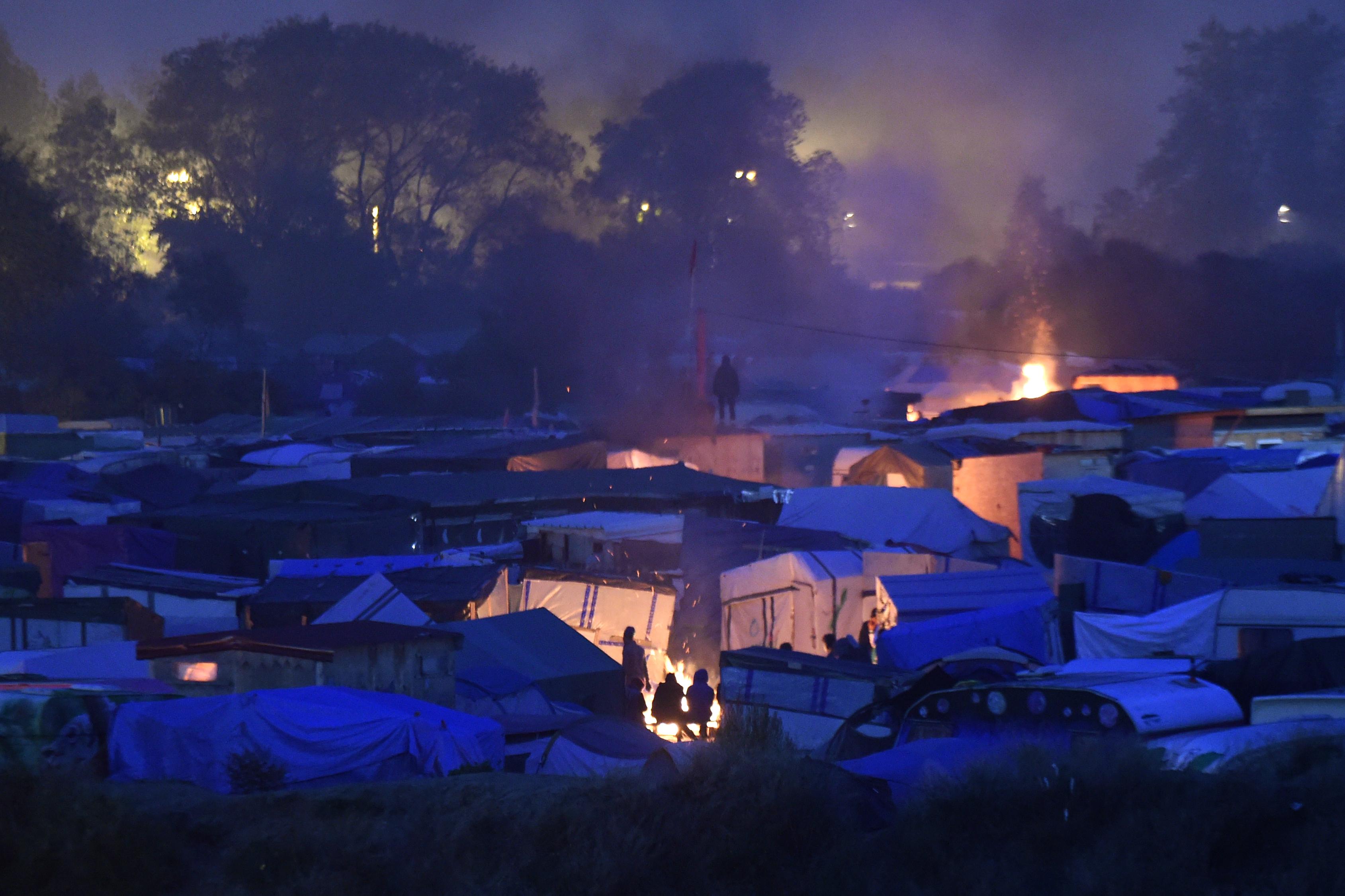 Calais polgármestere betiltotta a menekültkonyhát
