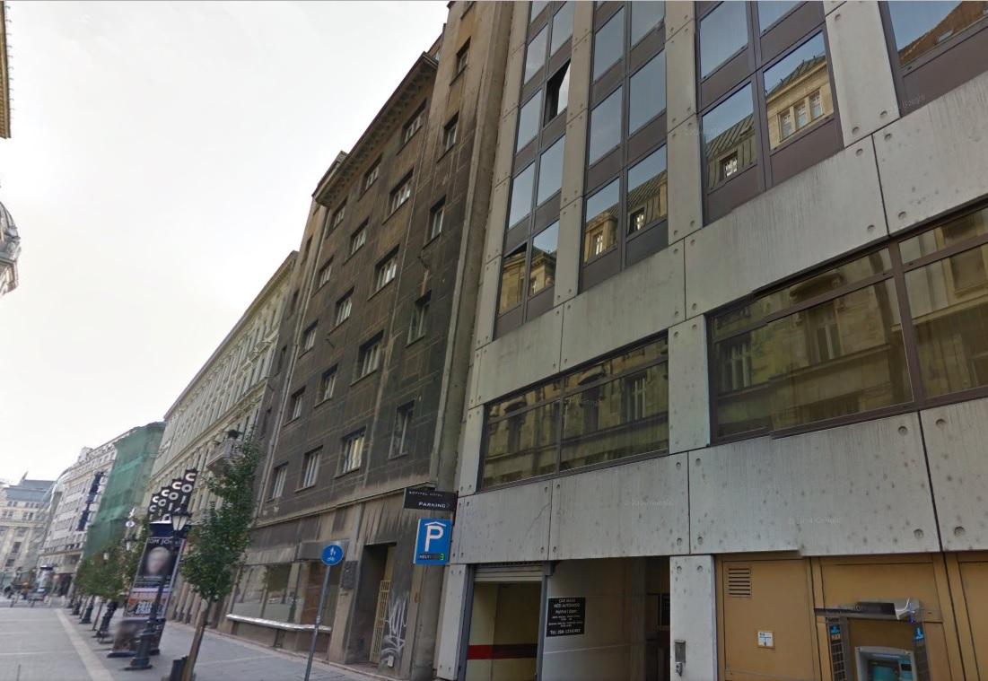 Földig romboltak egy műemlék épületet a Belváros szívében