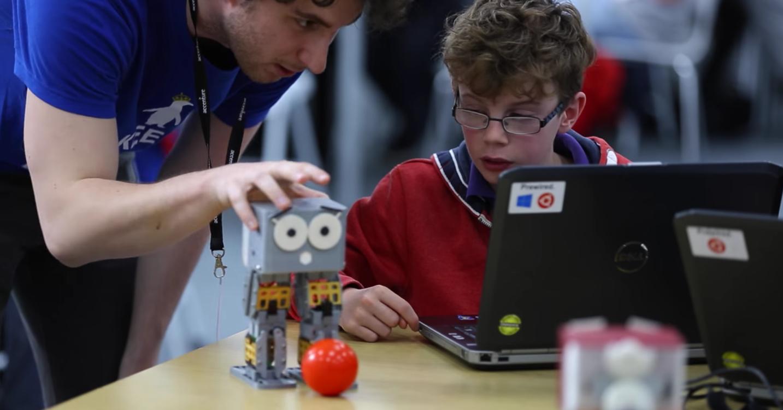 Az amerikai gyerekek cuki kis robotrabszolgákon tanulhatják meg a programozás alapjait