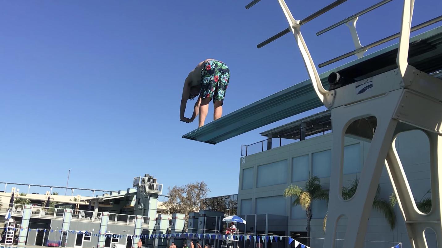 Átlagemberek próbálják meg az olimpiai műugrást