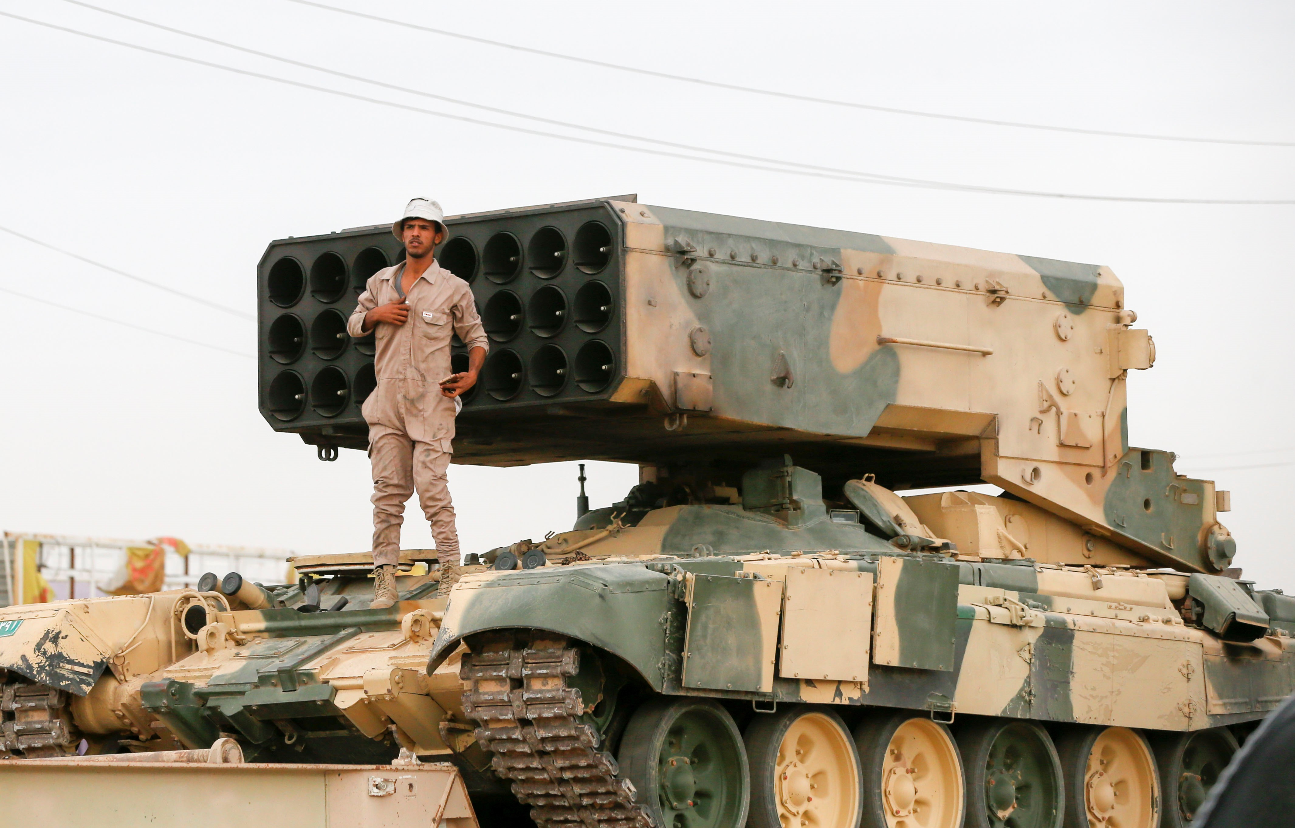 Az Iszlám Állam kivégzéseket tart, és civilekből állít emberi pajzsot, miközben már Moszulon belül folynak a harcok