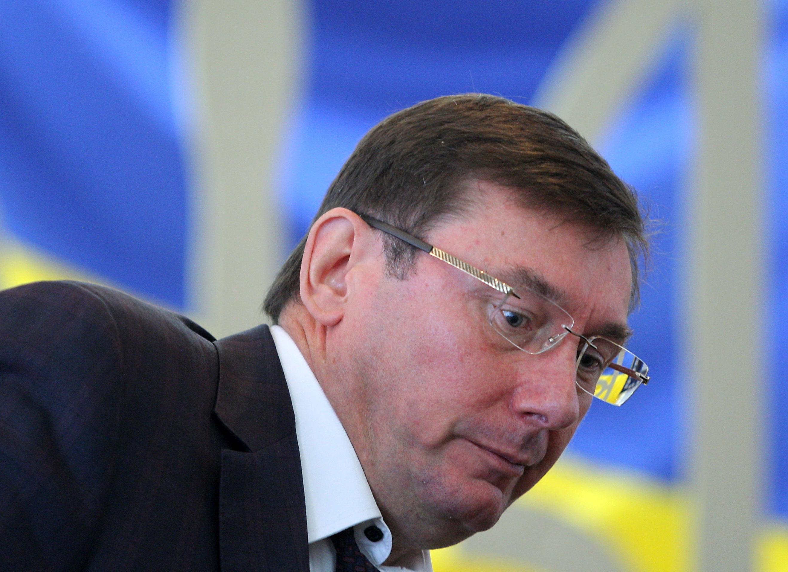 Az ukrán képviselők vagyonbevallásai miatt a főügyész közölte, hogy ellenőrzi azokat, akik 100 ezer dollárnál több készpénzt vallottak be
