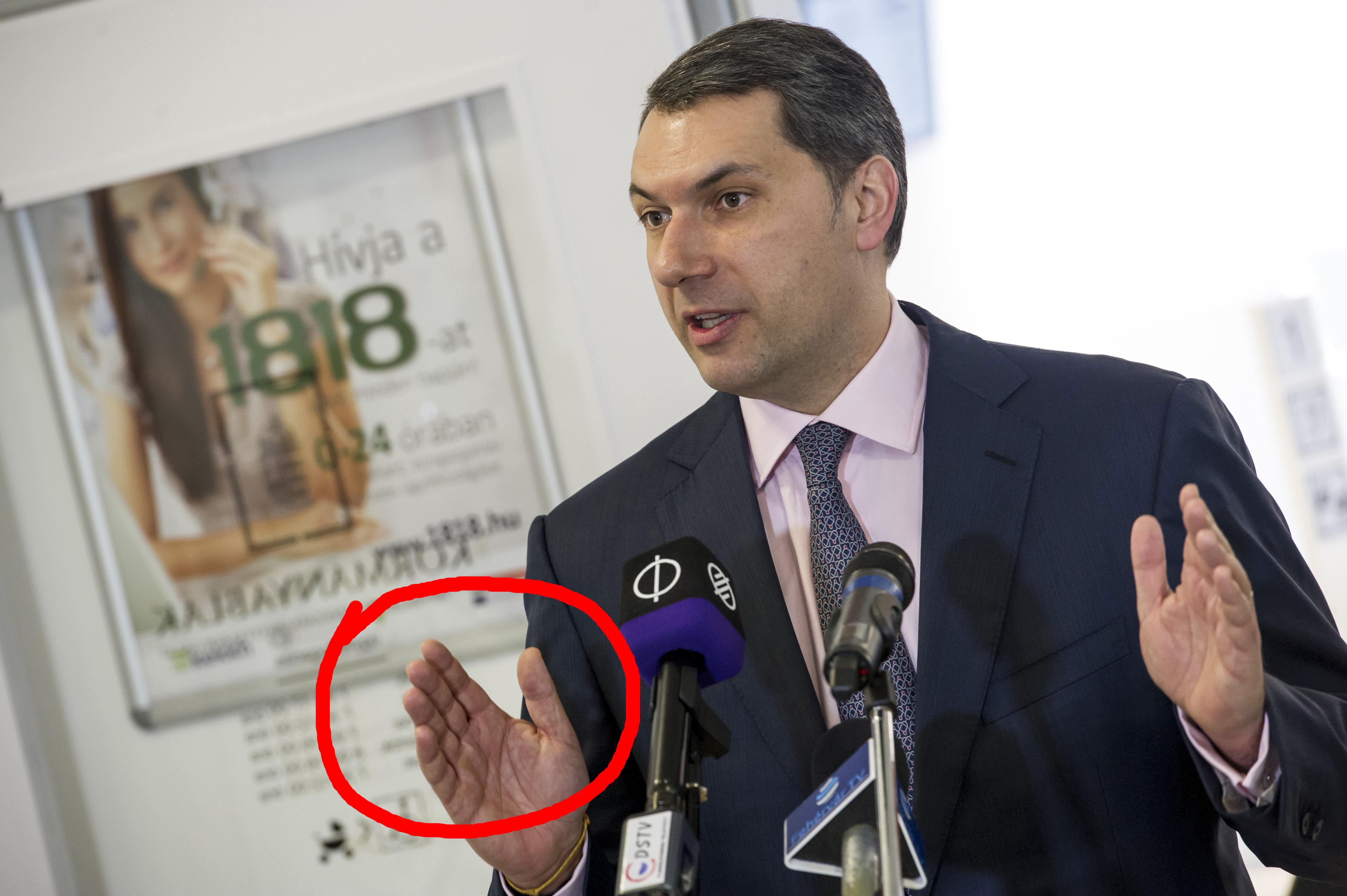 Itt a bizonyíték arra, hogy Lázár Jánosnak tényleg nincs ujjlenyomata