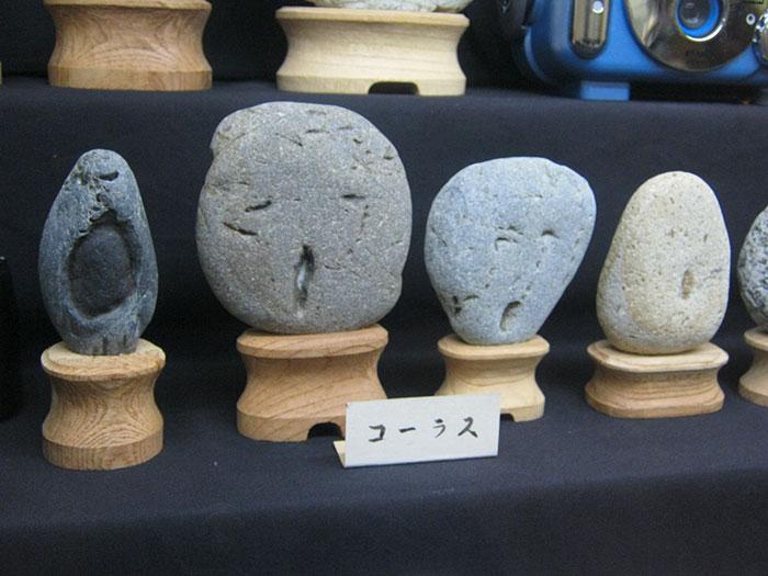Japánban van egy múzeum, ahol azokat a köveket állítják ki, amik úgy néznek ki, mintha emberi arcuk lenne
