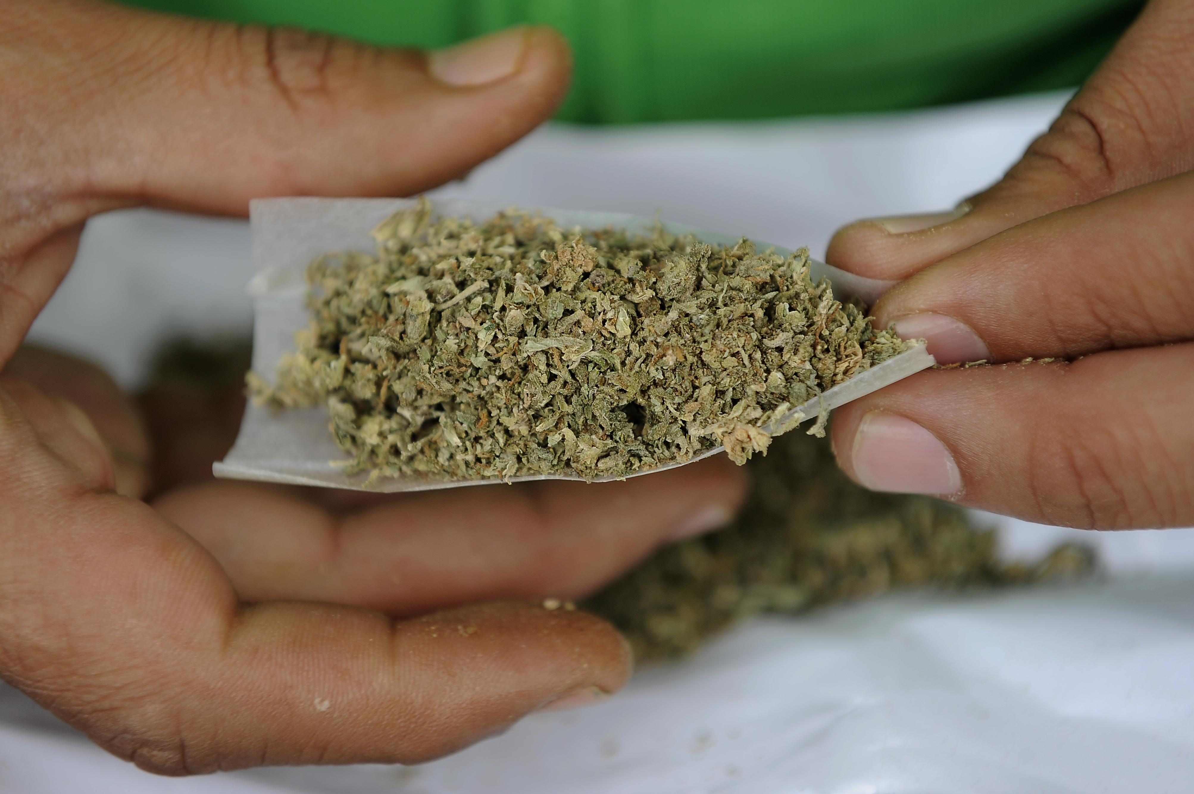 Üzenet a világ vezetőinek: dekriminalizálják végre a drogfogyasztást