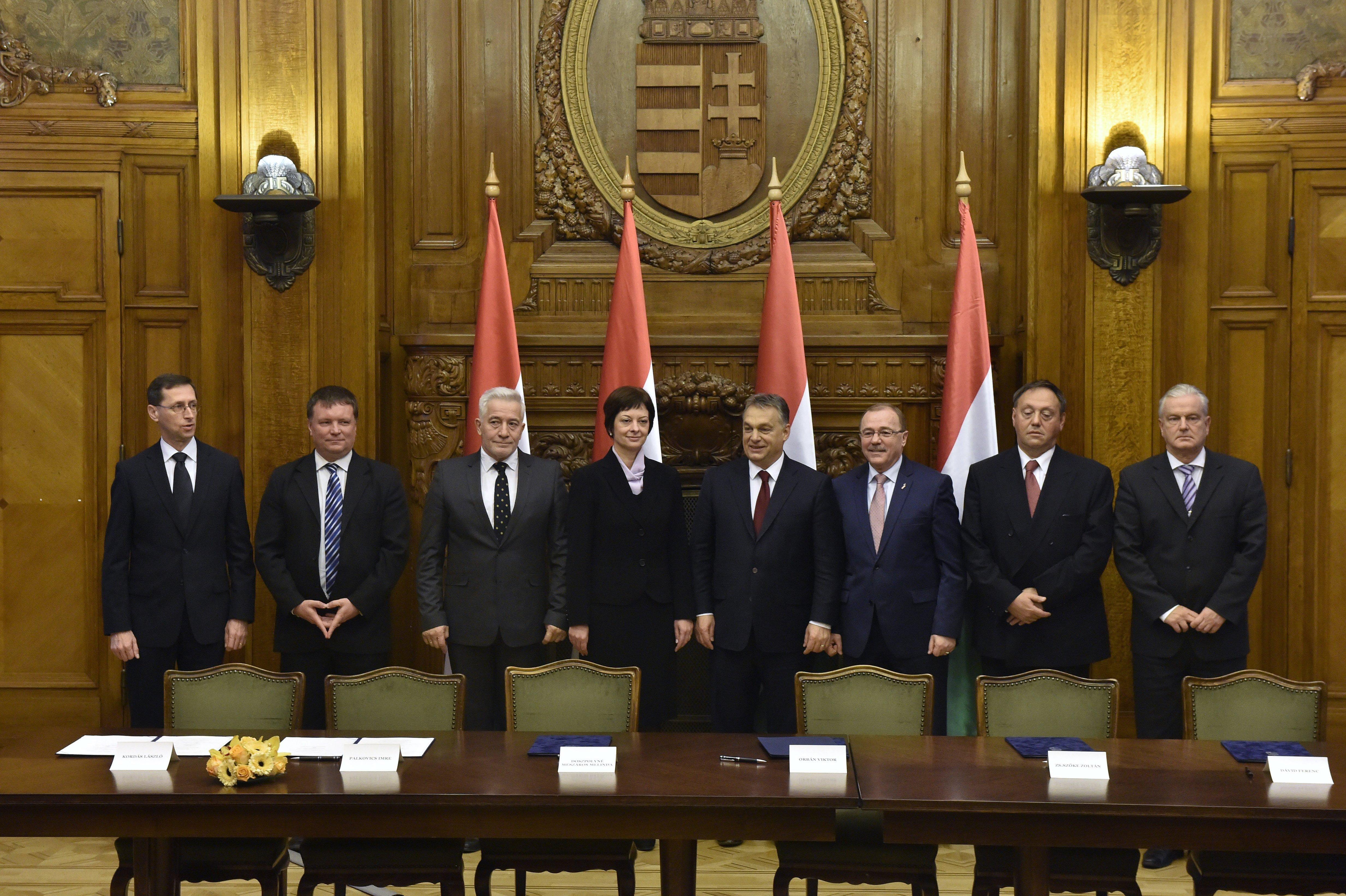 Csak a kisebb magyar cégek és a közmunkások járnak rosszul a kormány béremelési paktumjával
