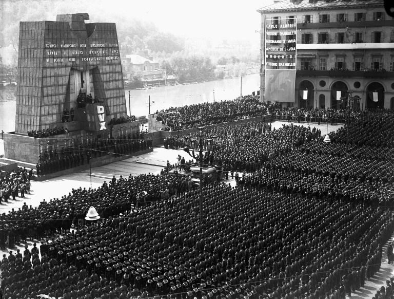 10 szempont, ami alapján fel lehet ismerni egy fasiszta rendszert