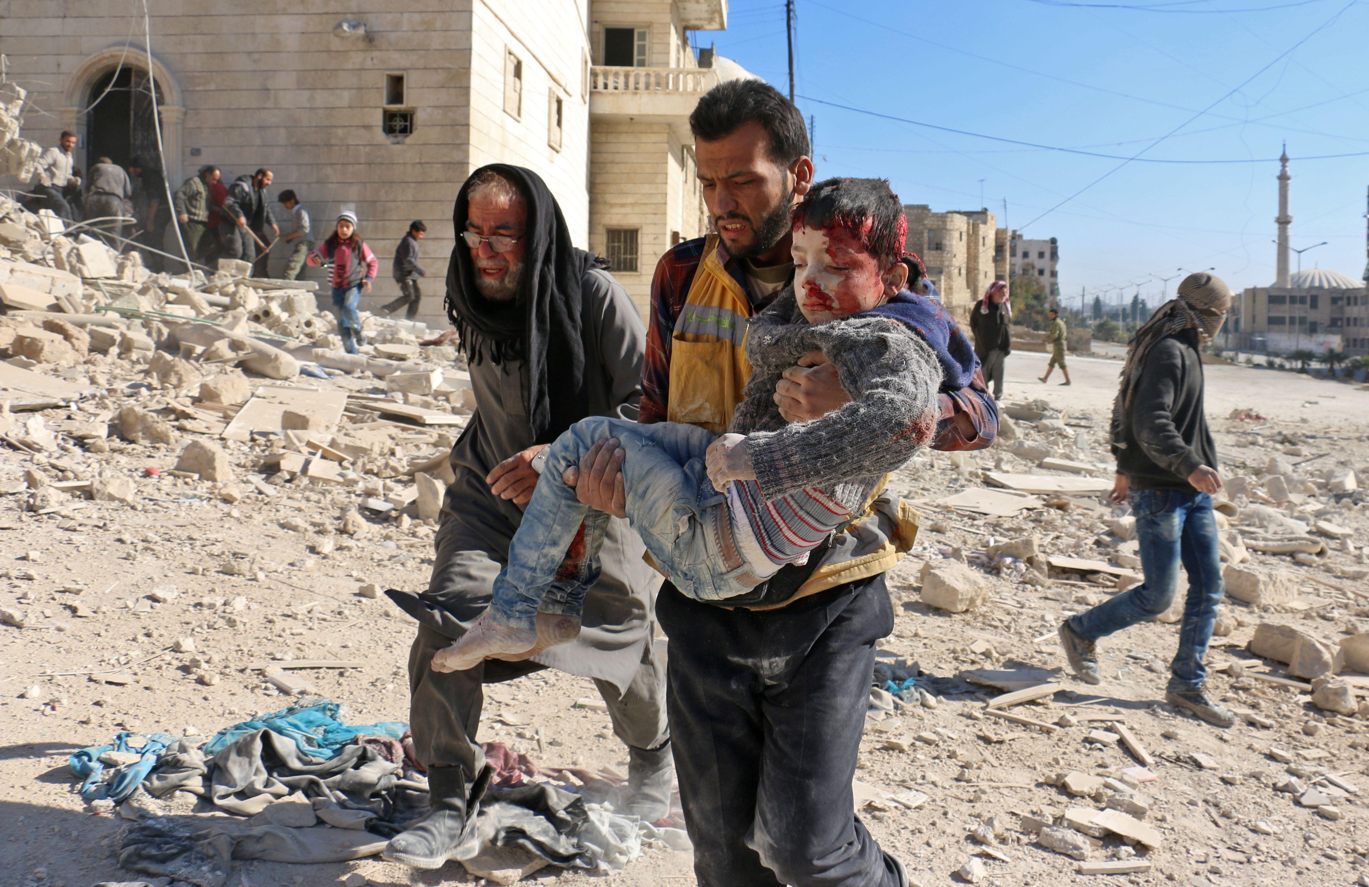 Folyamatosan bombázzák Aleppót, sok a civil áldozat