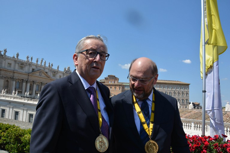 Juncker és Schulz utolsó közös svindlije volt Oettinger pesti repülésének elkenése