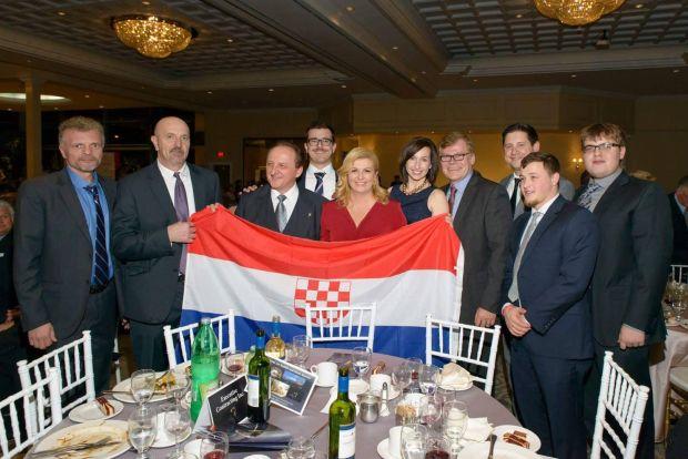 Usztasa zászlóval fotózták le a horvát elnöknőt