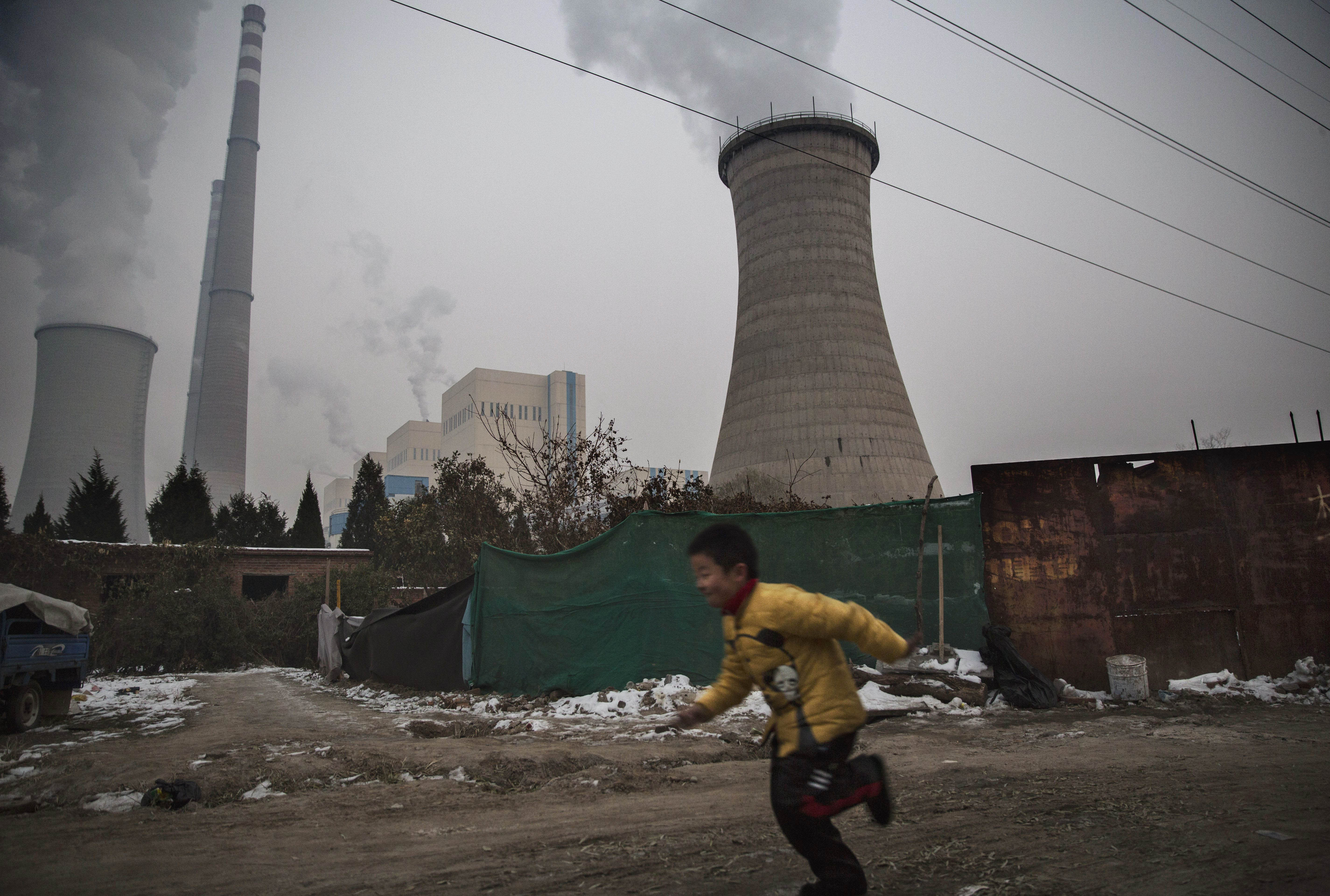Ha fel akarunk lépni a klímaváltozás ellen, elsősorban nem az egyes embereket kellene zaklatnunk, hogy éljenek máshogyan