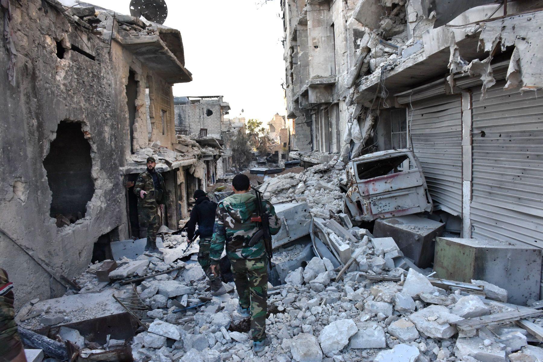 Ezrével menekülnek az aleppóiak a kormányerők áttörése után