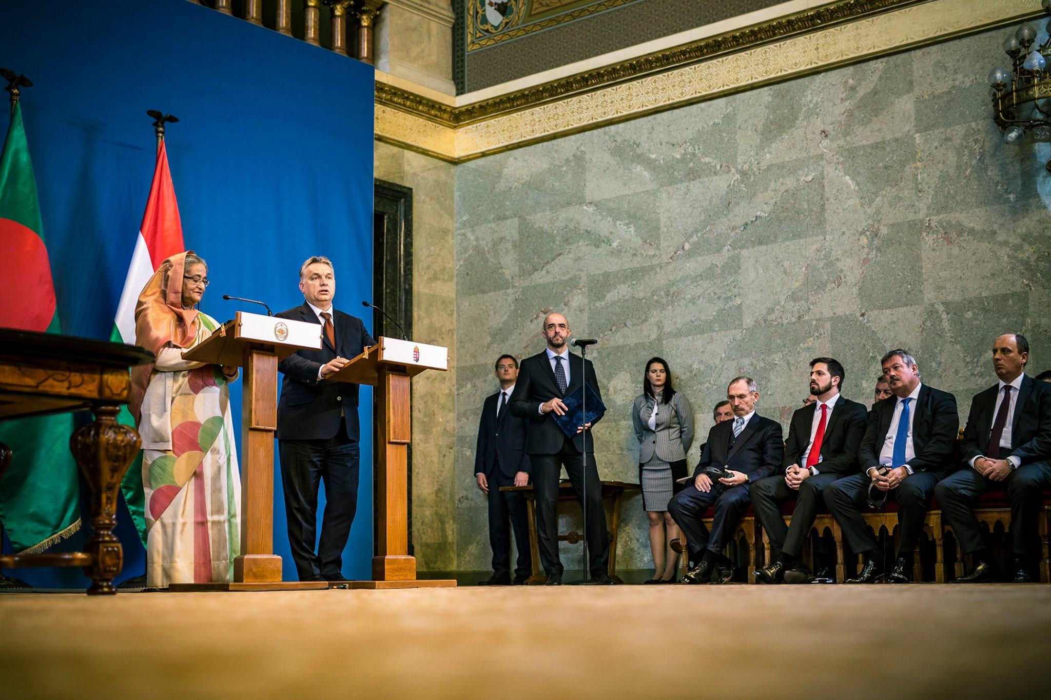 Milyen szerencse, hogy a bangladesi miniszterelnök nem szeptemberben találkozott Orbán Viktorral