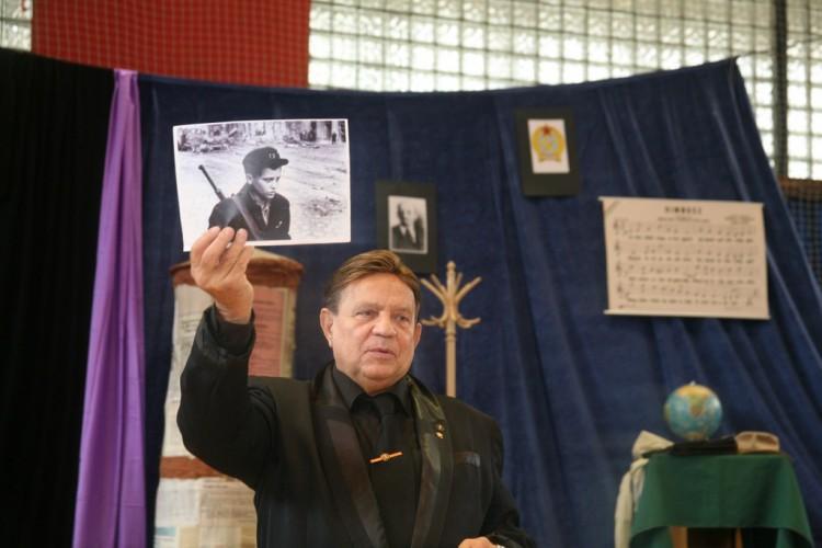 Dózsa László még a 2007-es önéletrajzi könyvében sem állította biztosan, hogy ő van a Pruck Pálról készült 56-os fotón