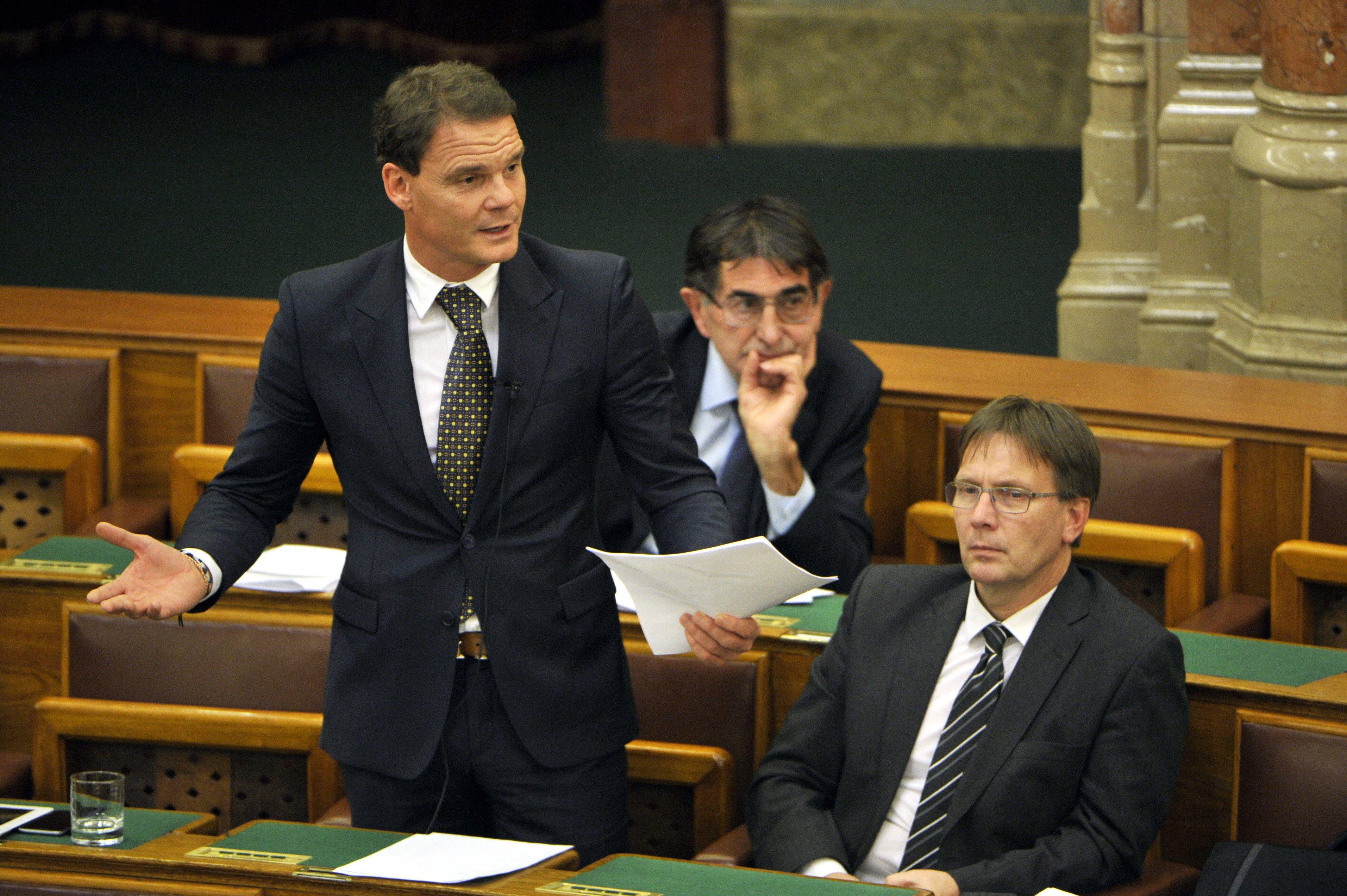 Ott tart a magyar jogállam, hogy végrehajtás indult egy parlamenti bizottság ellen, mert nem tartja be a törvényt