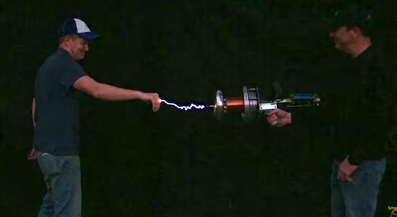 Ilyen egy valódi, működő Tesla-fegyver