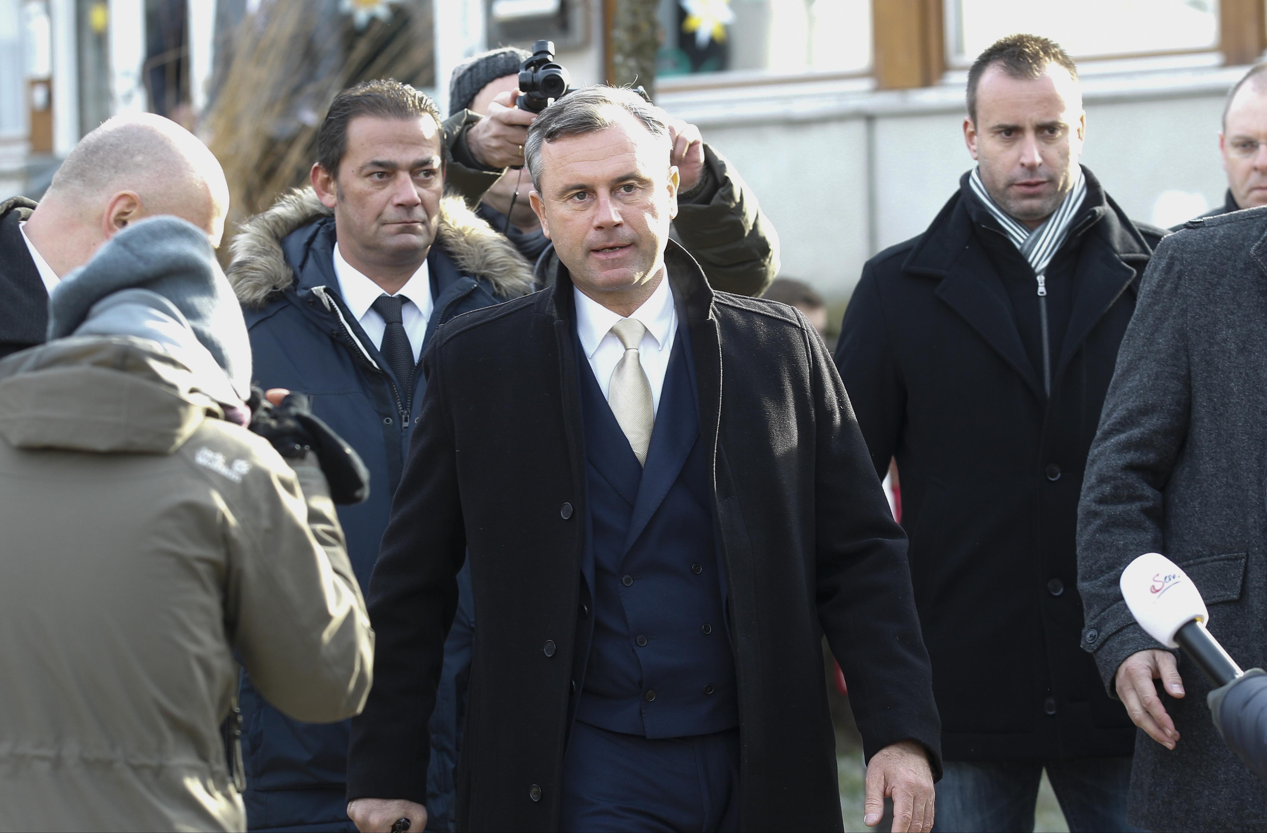 Norbert Hofer elismerte vereségét, nem lesz szélsőjobboldali elnöke Ausztriának