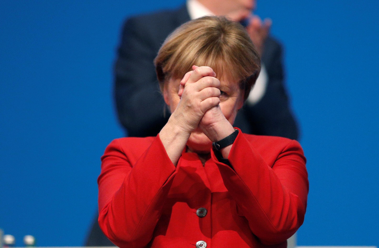Merkel betiltaná a burkát Németországban
